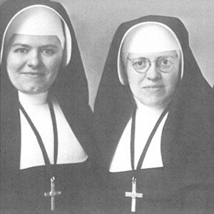 Zuster Gabriel (rechts)