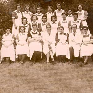 Hoofdzuster Carolina Blok - Kan met Jodenster (onderste rij, links naast dokter Van der Wal)